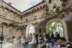 romantic-castle-wedding-tuscany-37