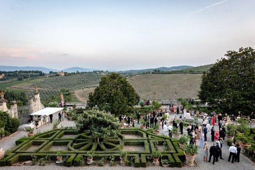 Classy Italian style garden